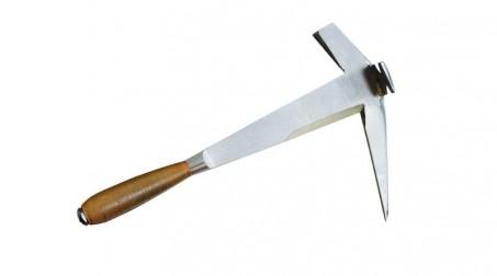 Marteau de couvreur à droite, panne courte, manche cuir