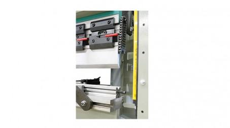 Presse-plieuse hydraulique 1,1 ml - 30 tonnes avec outils - Retournemt_facile_ves