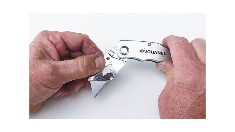Couteau repliable pour lame trapézoïdale et à crochet (avec 6 lames trapéz) - action1
