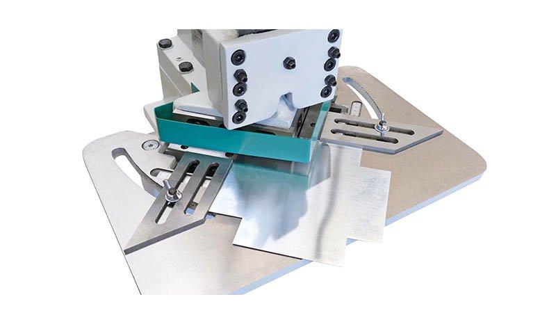 Encocheuse manuelle 150-15 angle 90° 150x150 cap 15/10 mm - Realisation1