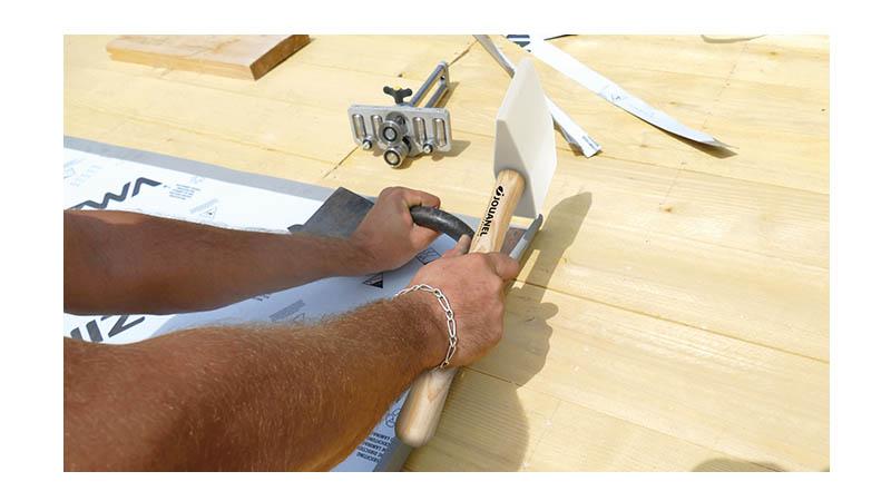 Maillet nylon embout carré et triangulaire de 145x75x35 mm, manche bois - action