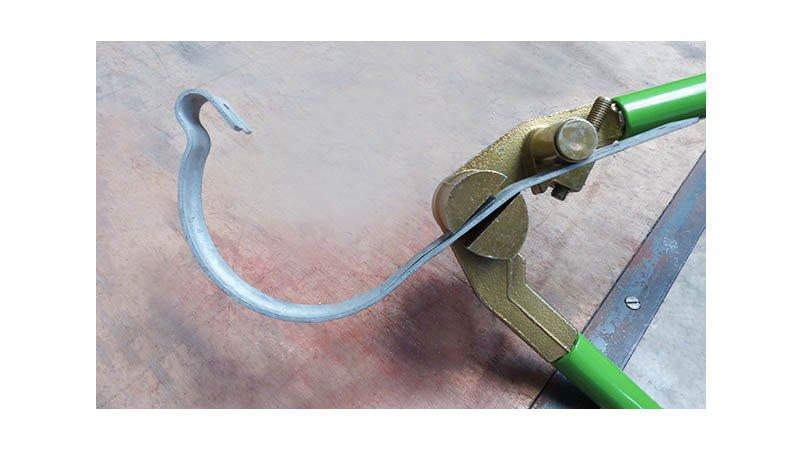 Pince à crochets de gouttières, 800 mm - action