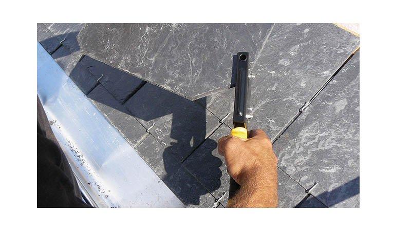 Pince à découper et à poinçonner l'ardoise - lame 55 mm - action2