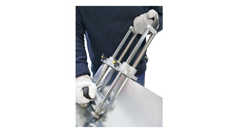 Plieuse à main double colonne, 3 rouleaux de guidage - 200 mm - action1
