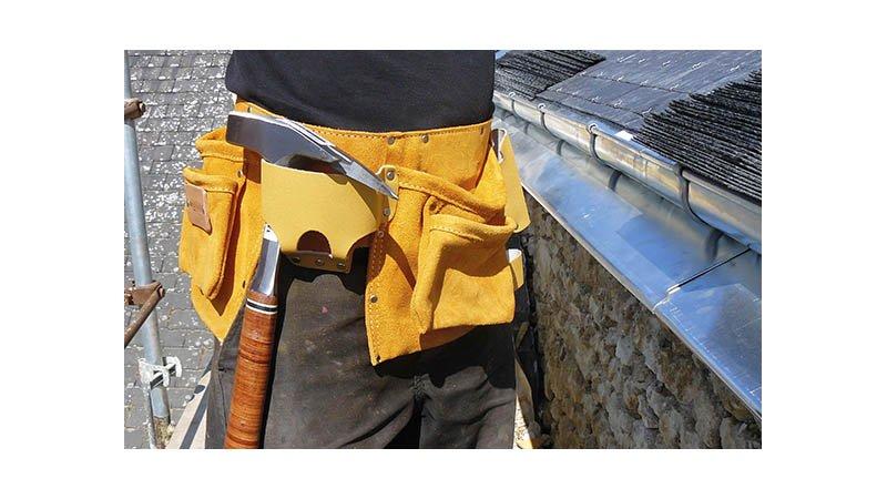 Tablier américain cuir avec ceinture, 6 poches et 8 porte-accessoires - action