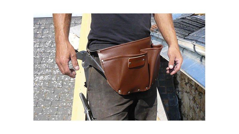 Tablier de charpentier cuir avec ceinture, 2 poches, 2 anneaux - action